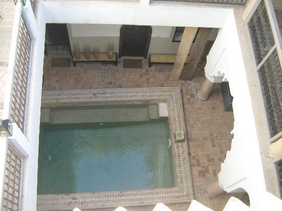 Riad 5 Sens: veduta della piscina dalla terrazza