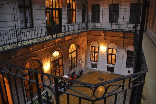 Budapest Royal Suites: Very nice courtyard