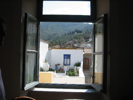 Ξενοδοχείο Φαίδρα: view looking out from our room at Phaedra