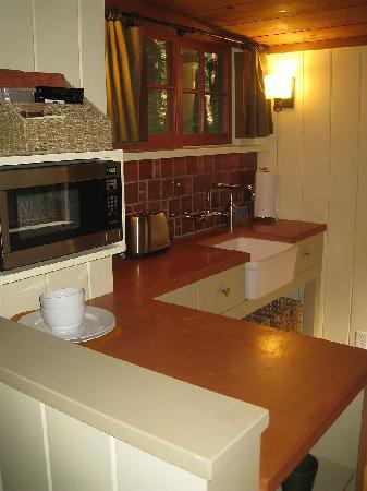 Glen Oaks Big Sur: Kitchen
