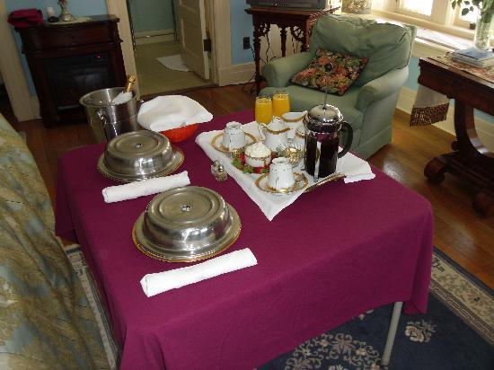 Hartness House: Champagne Breakfast In Bed
