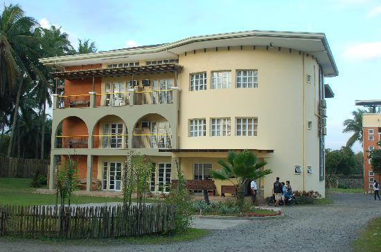 Bahia de Baler II, the more modern building