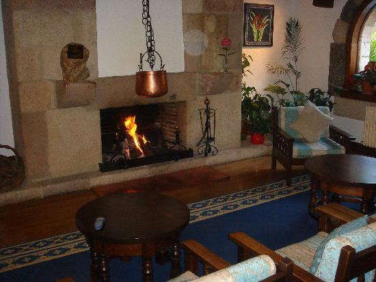 Hotel del Oso: Lovely log fire on an Autumn evening