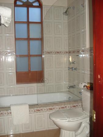 Hotel San Pedro de Riobamba: Spotless bathroom