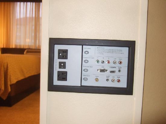 Hyatt Place Memphis Primacy Parkway : Electronics