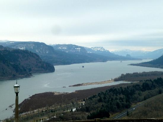 Inn at the Gorge: Columbia River from Vista House