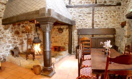 O Barco de Valdeorras, Spain: Chimenea y cocina antigua