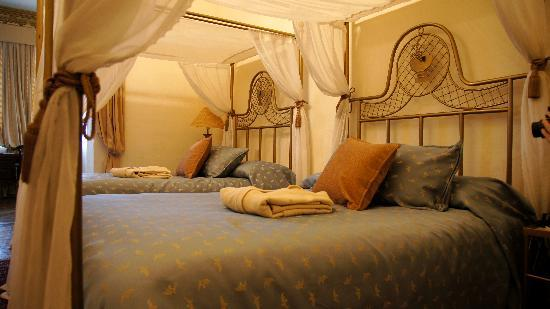 Boutique Hotel Mansion del Angel: The bedroom portion of our suite