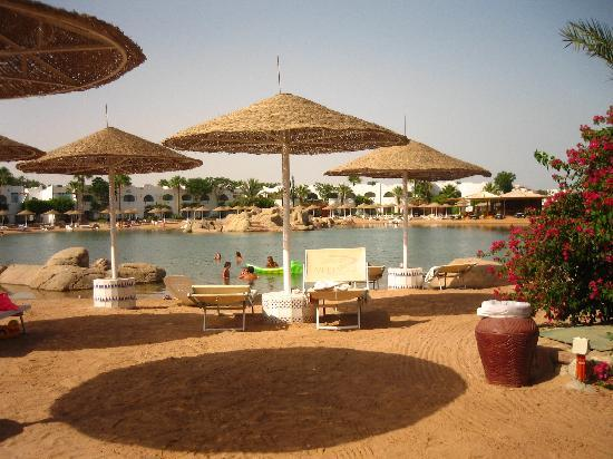 Domina Coral Bay Prestige Hotel: il lago salato dove gl'ospiti GOING nn potrebbero fare il bagno