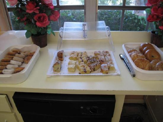 Delray Breakers on the Ocean: This was the entire Continental Breakfast