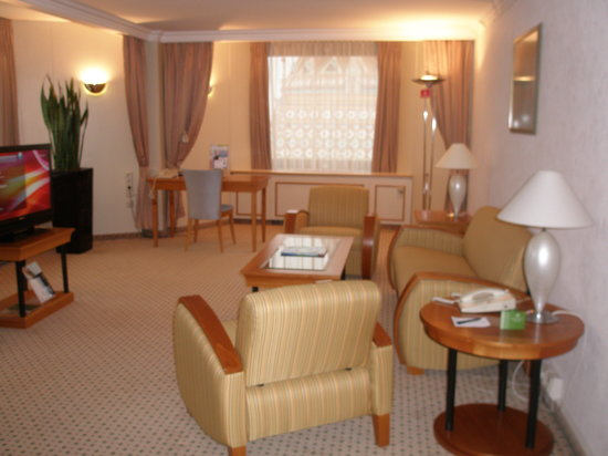 Hilton Budapest: The sofa and arm chairs