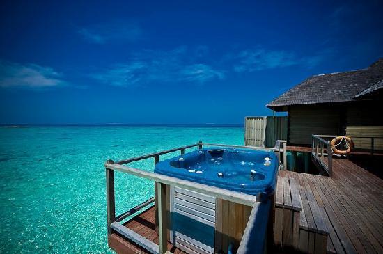 Overwater horizon villa picture of the sun siyam iru for Hilton hotels in maldives