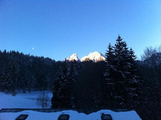 Alm- & Wellnesshotel Alpenhof: View from the room early in the morning