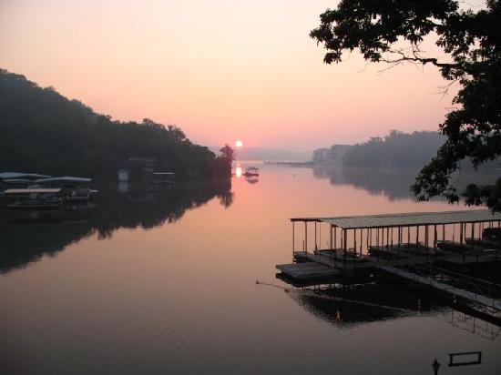 Point Randall Resort: beautiful sunrise