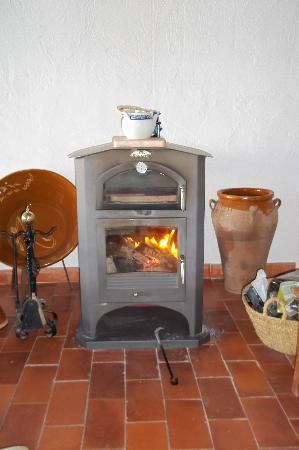 Casa Rural Santa Ana: chimenea-estufa