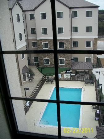 Staybridge Suites San Antonio Sea World: Pool view from our suite