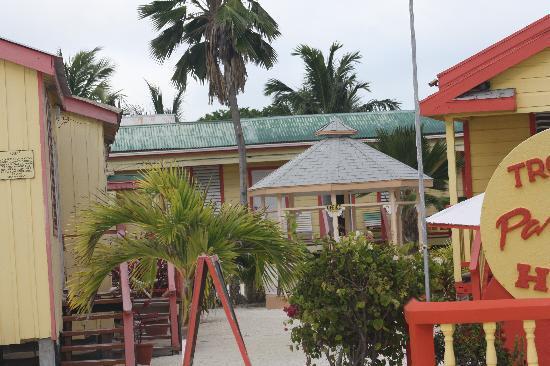 Tropical Paradise Hotel: cabanas