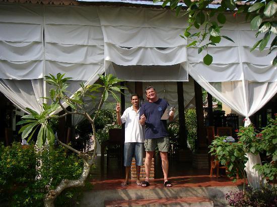 Joglo Restaurant & Bar: Bali friends!