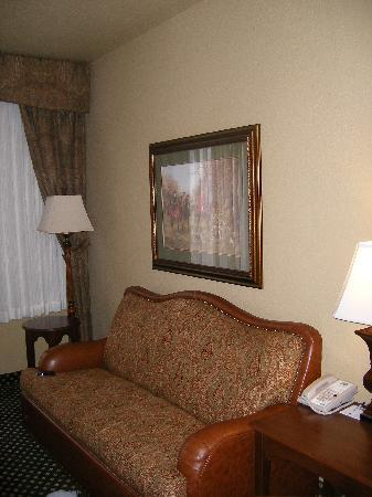 Holiday Inn Express Broken Arrow : living room