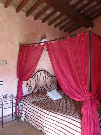 Agriturismo Il Serraglio: Canopy Bed