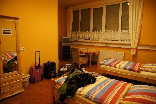 Econo-Motel Golzer: Camera da letto