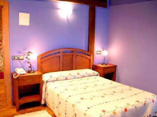 Condado de la Mota: foto de la habitación con cama matrimonial