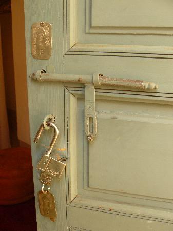 Riad Dar Aicha : entrada habitacion