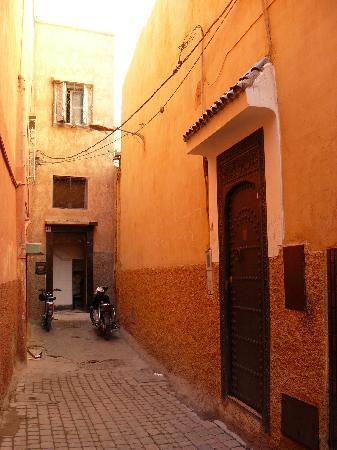 Riad Dar Aicha : calle del riad