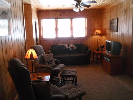 Cozy Moose Lakeside Cabin Rentals: Cozy Lakeside Cabin Suite Rental - 75 ft from Moosehead Lake