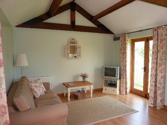 Merkins' Farm Cottages: Pump Cottage sitting room