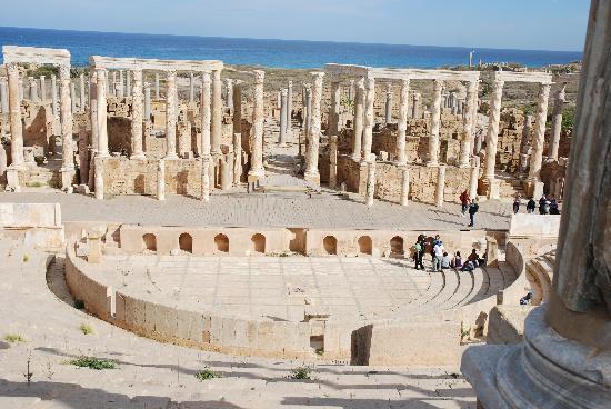 Аль-Кумс, Ливия: Amphitheater