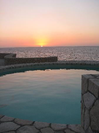 The SPA Retreat Boutique Hotel: nicest sunset in the world....every night
