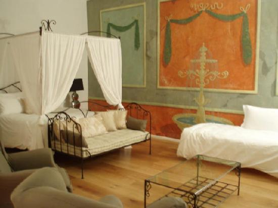 Chateau de Siran : large and comfortable bedroom