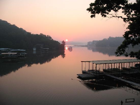 ‪‪Point Randall Resort‬: Sun Rise looking out from Unit‬