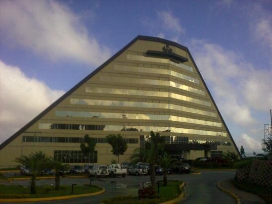 Eurobuilding Hotel & Suites Guayana: hotel eurobuilding puerto ordaz al atardecer