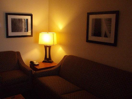 BEST WESTERN Rose City Conference Center Inn: Room 405 Sitting Area