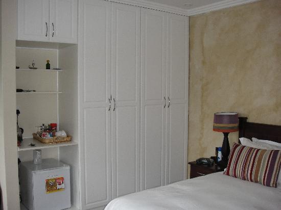 10 Woodlands Road B&B and Self-Catering: Closets