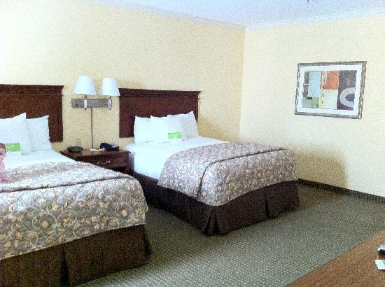 La Quinta Inn & Suites Gainesville: Suite with two Queen Beds