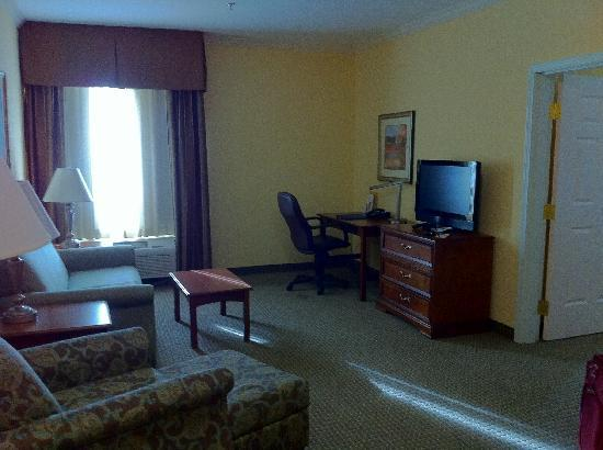 La Quinta Inn & Suites Gainesville: Suite Living Area