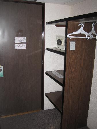 Hotel Real Plaza: closet