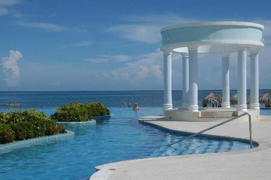Iberostar Rose Hall Suites: Infinity pool!