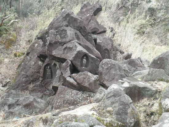 Buddhist Stoneworks at Motohakone: 磨崖仏「俗称:二十五菩薩」