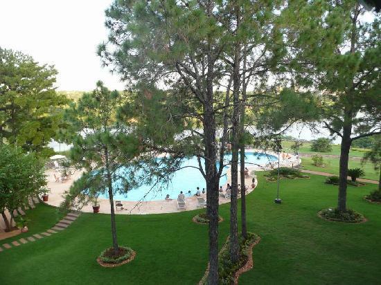 Hotel Casino Acaray: Vista de la habitación a la piscina