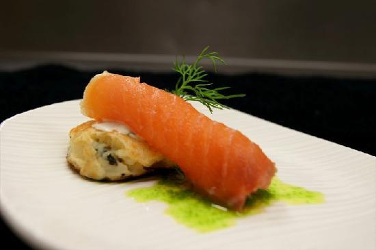Sixteen Front : Salmon