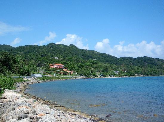 كاسا مارينا هوتل: A view of Casa Maria from our walk to town