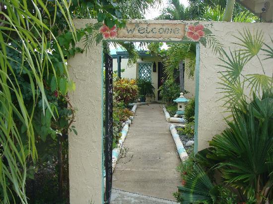 Carringtons Inn St. Croix: CI Garden Path to Entrance