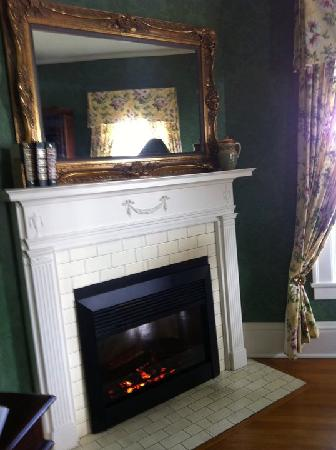 Beaumont Inn: gas fireplace