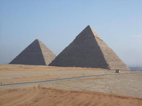Şarm El-Şeyh, Mısır: a panoramic view to see 2 pyramids of giza.