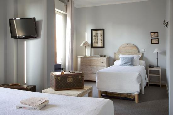 Hotel De La Paix Montparnasse: JUNIOR SUITE FOR 3 or 4 ADULTS