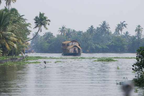 Kuttanad, India: Boat on canal